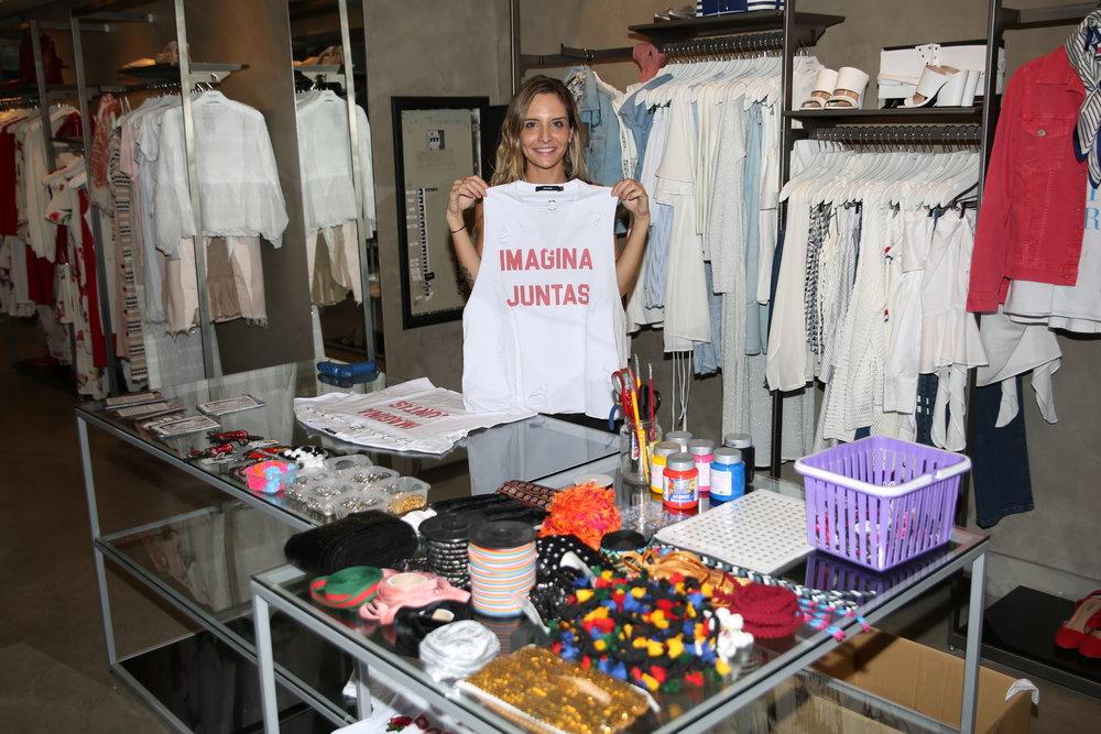 A customização das camisetas ficou por conta da Celina Duz da Céu Handmade