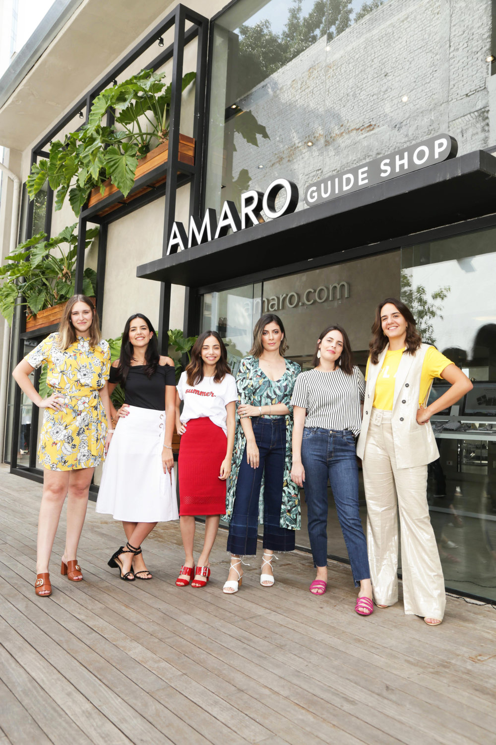 From left to right: Luisa Fleury, Ana Fraia, Giovana Marçon, Camila Rocha, Nathalia Henriques and Fernanda Jacob