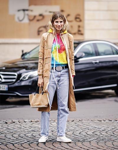Sobretudo + moletom + jeans - conforto e estilo garantidos!