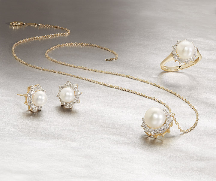 HONORA KARAT CLUSTER  Rise & Shine! We've added clusters of extra sparkly diamonds and 14K Yellow Gold to the pearls in  H  o  nora   Karat Cluster.  Lead a life of glitter.