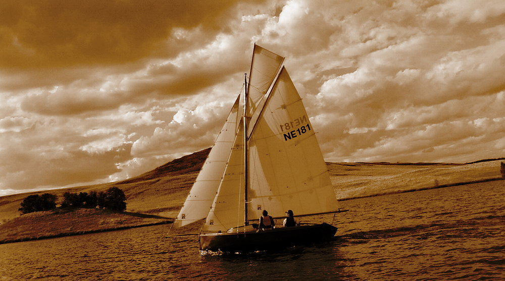 Greenshank under full sail, in original colours. The 5.5 metre cutter is a 2007 build by Darbi Reader