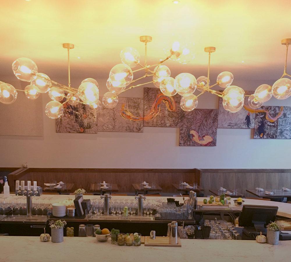 Restaurant + Bar - LIVELY RESTAURANT BY NIGHT