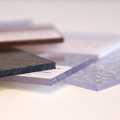 PC / Polycarbonat    Polykarbonat är en plast baserad på termoplastiska polymer, och känns ofta igen under välkända varumärket som Makrolon...