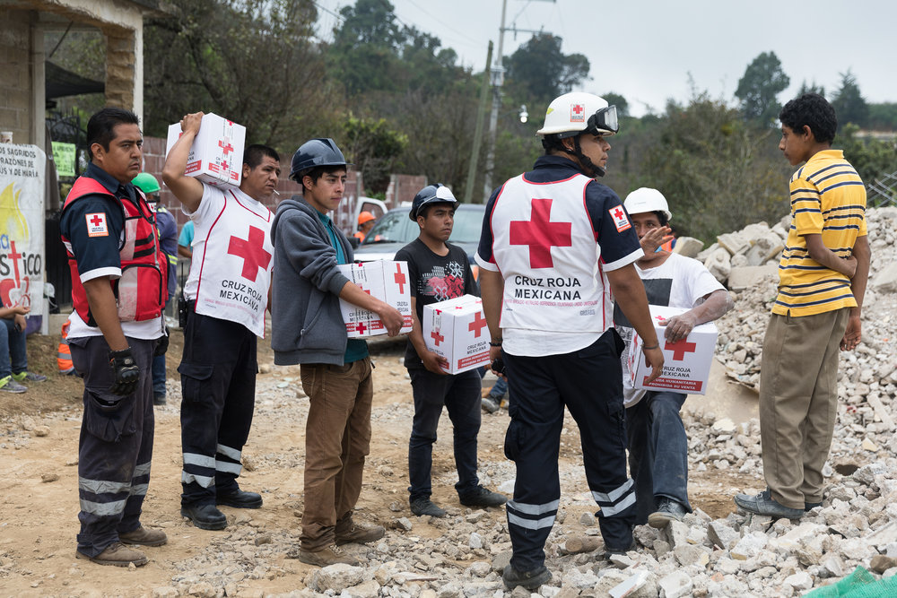 Red Cross brigades and volunteers deliver provisions to impacted households in Hueyapan Morelos. PHOTO: Francisco Alcala Torreslanda