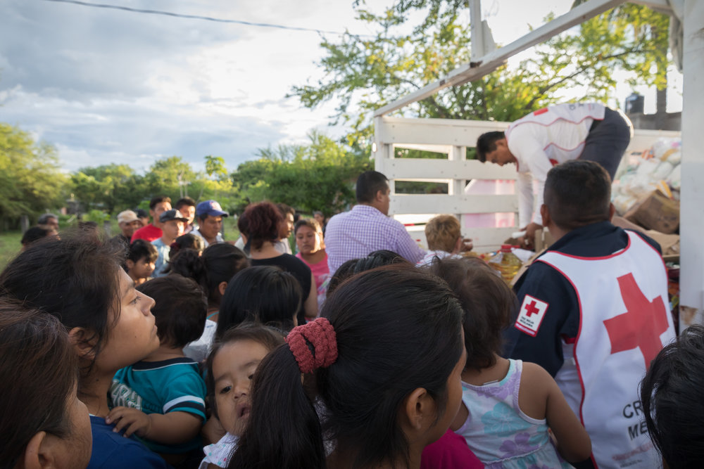 Scores of people waiting to receive provisions from the Red Cross in near Moyotepec Morelos. PHOTO: Francisco Alcala Torreslanda