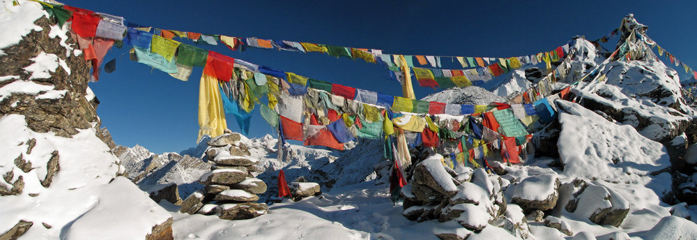 Nepal_-_Sagamartha_Trek_-_Gokyo_Ri_Flags_(493524097).jpg