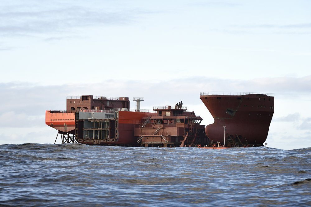 Modules arriving on barge from Poland to Kleven Verft, Norway, November 2015  Photo: Olav Thokle