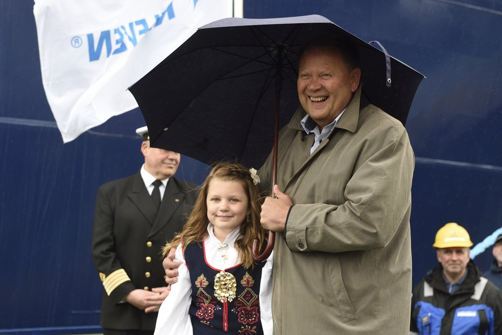 Ship owner Åge Remøy with his granddaughter and also the vessels godmother  Photo: Olav Thokle