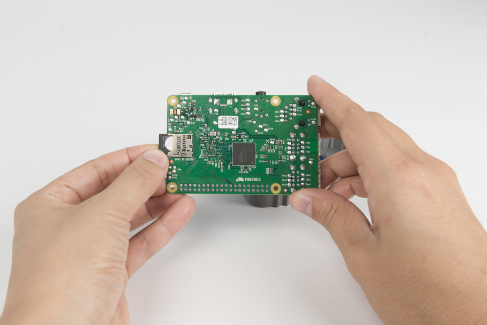 Step 7  Plug the micro SD card into the Raspberry Pi.