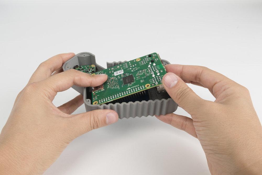 Step 8  Plug the Raspberry Pi into the screen.