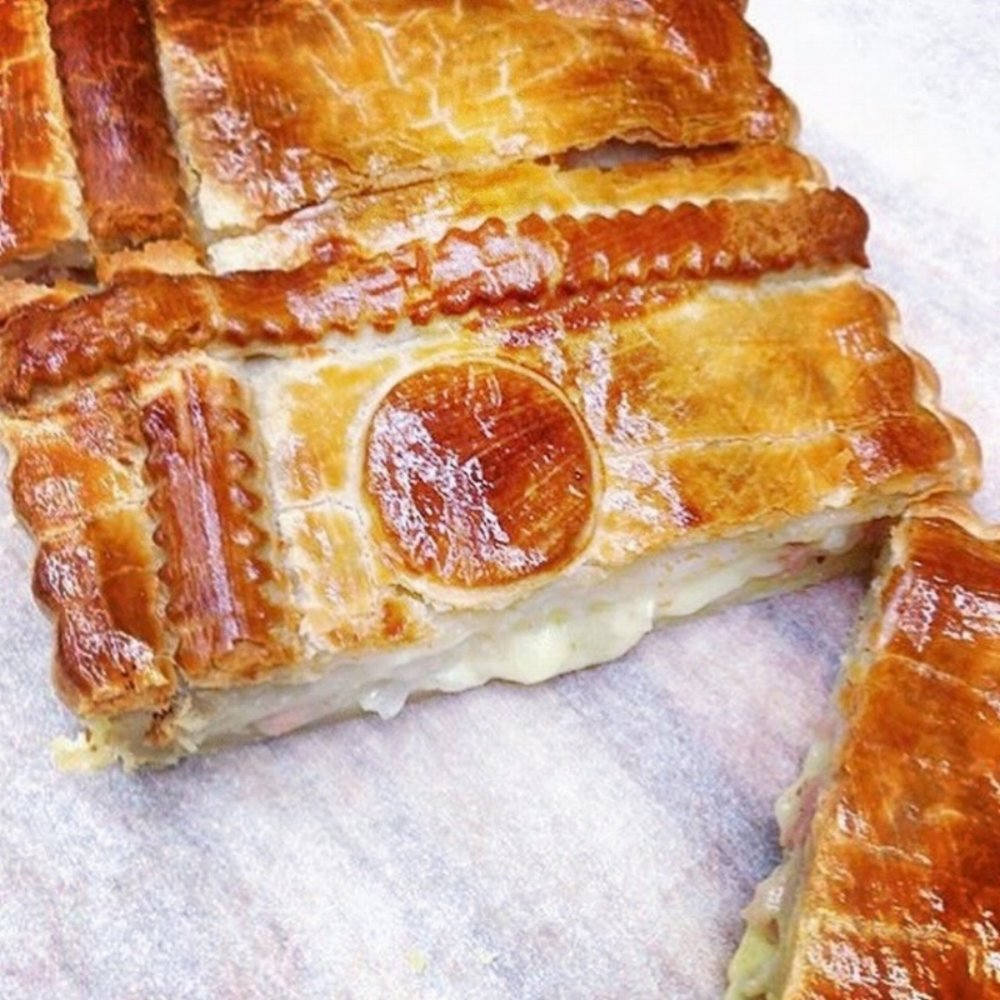 Chicken, Bacon, Camembert and Mushroom Pies  Retail- Large family sized Pies, Small twin pack pies  Cafe/Deli- Individual small pies   .