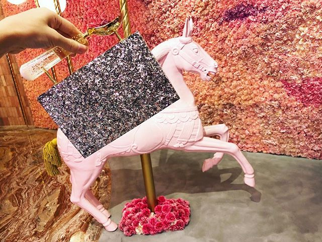 Happy Weekend👯‍♀️ Coming soon to @harveynicholsriyadh and other stores and on Lalingi.com link in bio 💫 #happyshopping #L'alingi #clutchbag #designerbag #boxingday #sale#lalingigirl#statementbag #tasselclutch #silverclutch #glitterclutch #partybag #eveningbag #fashionweek2018 #pfw #ss19 #brandtoknow #fashiondiaries #leatherclutch #stylist #londondesigner #brandtoknow #giftsforher #luxurygifts #statementclutch#wiwt #fashionista #streetstyle #elancafe #icecreambag #icecreamclutch
