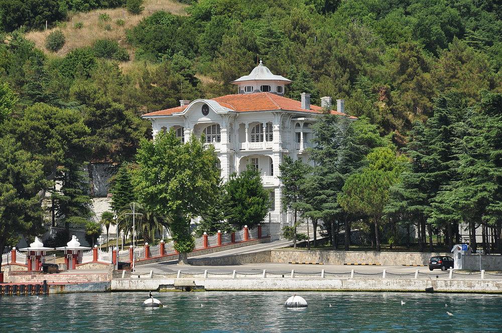 1280px-Bosphorus,_Anadolu_Kavağı,_Turkey_008.JPG