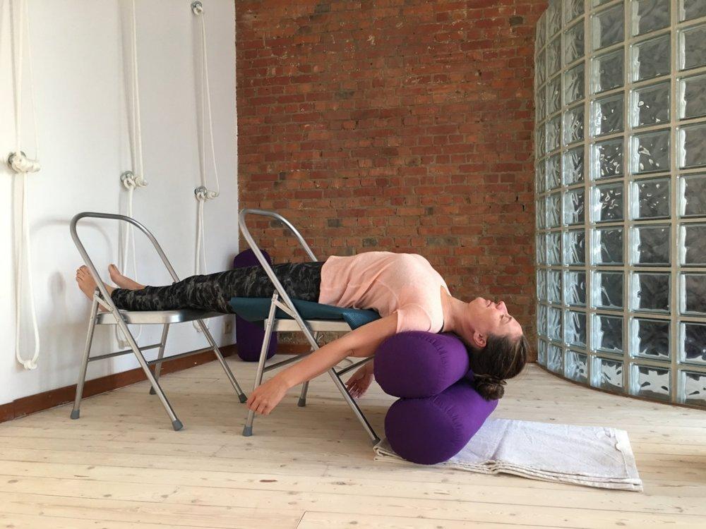 restoratieve yoga.JPG