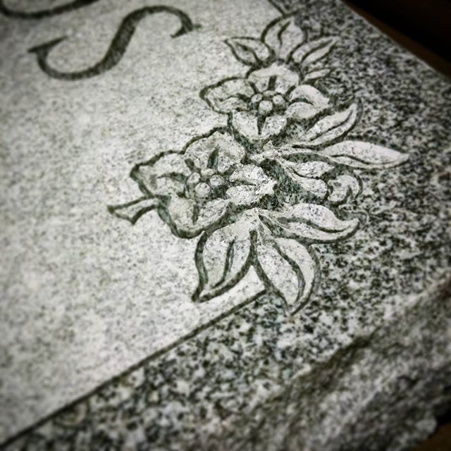 It's feeling more like spring! #florals #spring #shaped #sandblast #granite #barrevt #monument #cochransinc