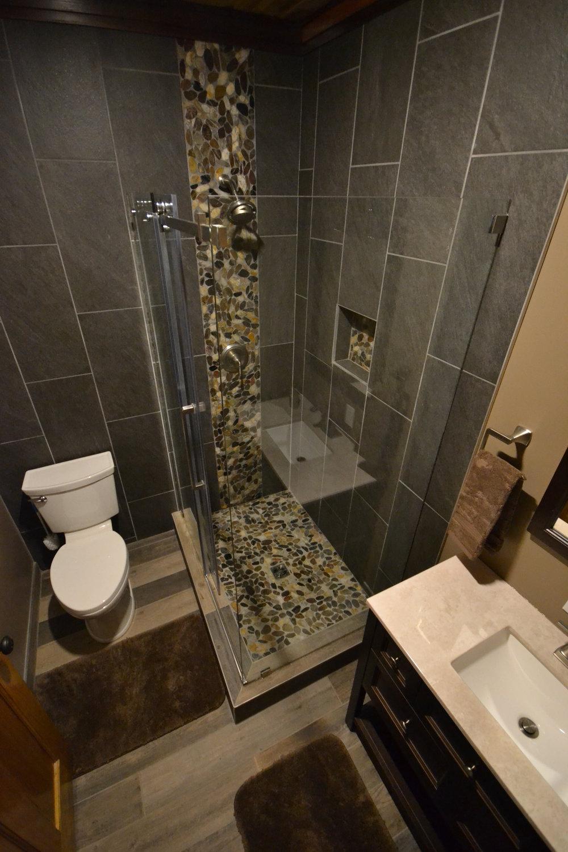 alp Upstairs Common Bath.JPG