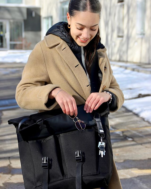 Cold? Snow? Our bags hold up! ⠀ Du froid? Neige? Nos sacs résistent!⠀ . . . . . #scissorguild #montreal #madeinmontreal ⠀ #fabriqueamontreal #faitamontreal #montrealdesign ⠀  #life #beautiful #fashion #bestoftheday #awesome #fun #amazing ⠀ #handmadeaccessory #handmadebag #handmadegifts #handmadewithlove #handmade #handmadeisbetter #fabriquealamain #faitalamainamontréal #bag #bagmania #bagslover #bagoftheday #totebag ⠀