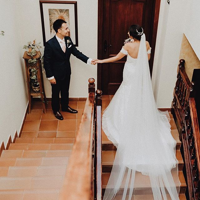 Aitana y Daniel durante su boda en la @haciendadeanzo ❤️❤️❤️ 📸 @hs.lovestories / 👗 @pronovias / 💐 @el_arriate_flores_y_mas_flores / 🏡 @haciendadeanzo