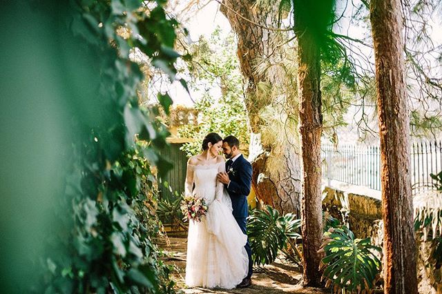Recuerdos de la preciosa boda de Jorge y Attenya ❤️❤️❤️ Photo and film @hs.lovestories / flowers @el_arriate_flores_y_mas_flores / wedding planner @bdebrisson / dress @rosaclara_laspalmas / catering @vintiacatering / lighting and sound @proevento.es / location @vandewallejardin