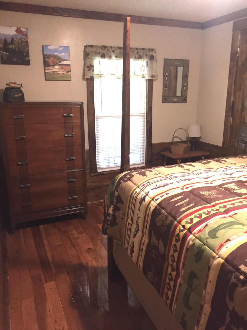 2nd bedroom/queen bed
