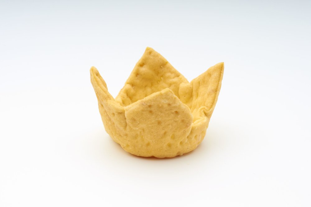 "1 "" Cheese Straw Crown  Product code - FF2015 Dimensions    - 4.5 x 3.0/0.5 cm 360 units per box"