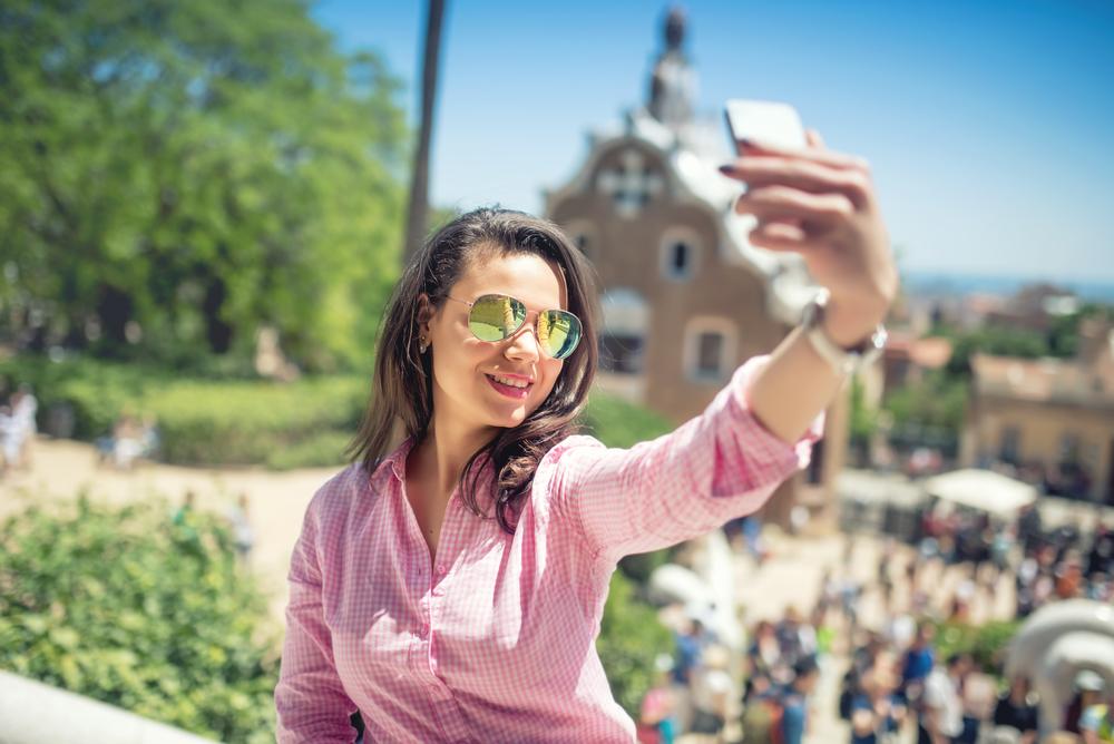 Girl-taking-selfie.jpg