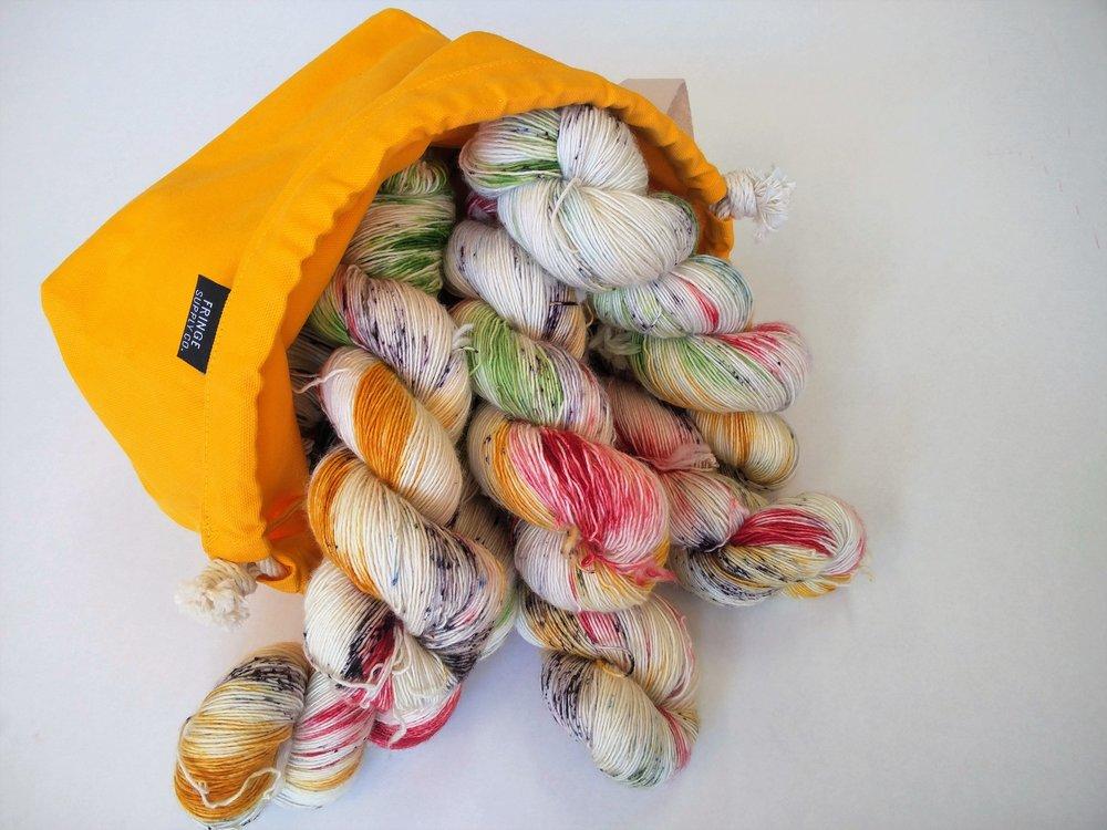 Skrantine nøster er snart på vei inn i butikken. Det kommer noen rultine også, for de som liker å strikke på tjukkere pinner:-)
