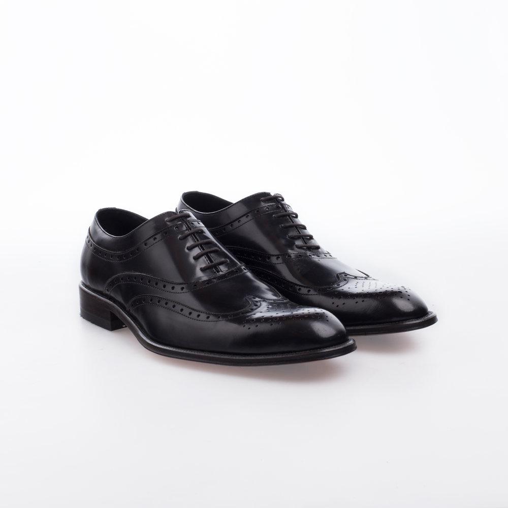 5043 Negro $1,799 MX Zapato Oxford, puntera de ala perforada, terminado alto brillo.