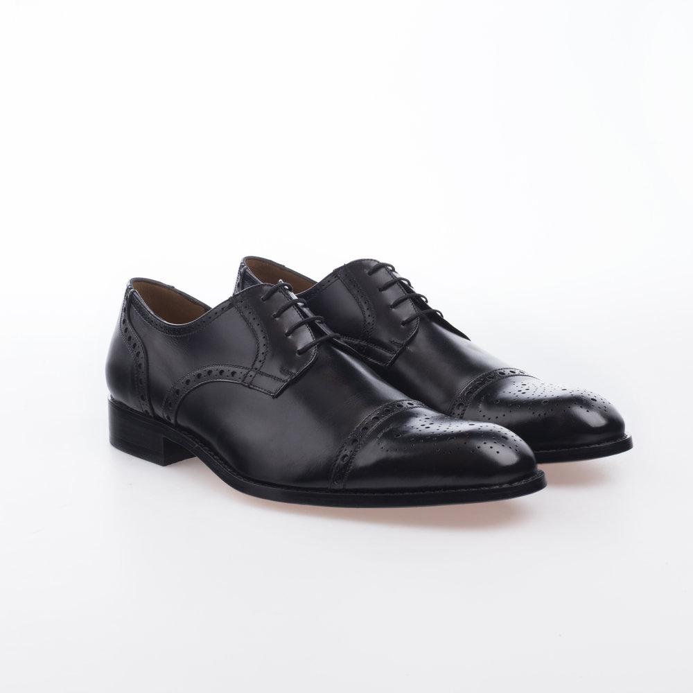 5030 negro $1,799 MX Zapato Ingles, puntera recta perforada.
