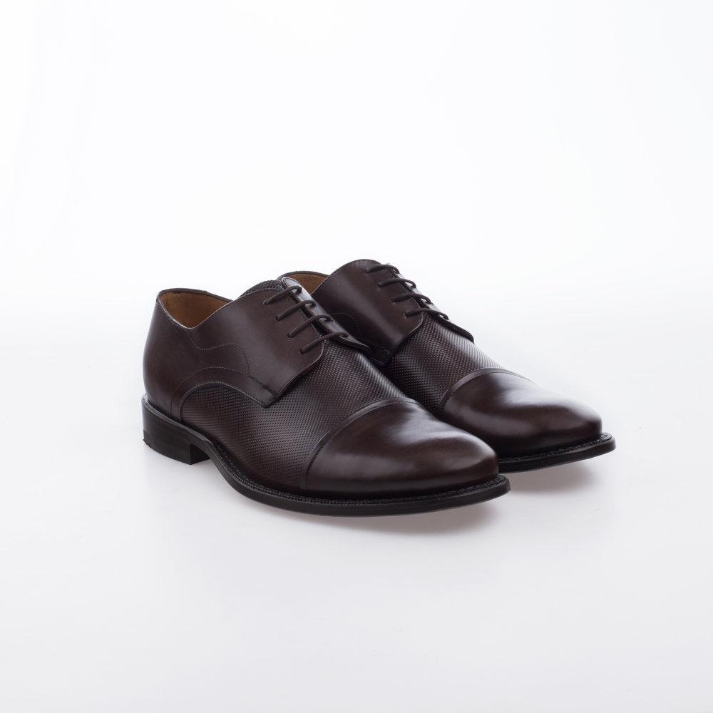1600 Cafe $1,399 MX Zapato Derby, Combinación de texturas, Perforado y liso, Puntera Recta.