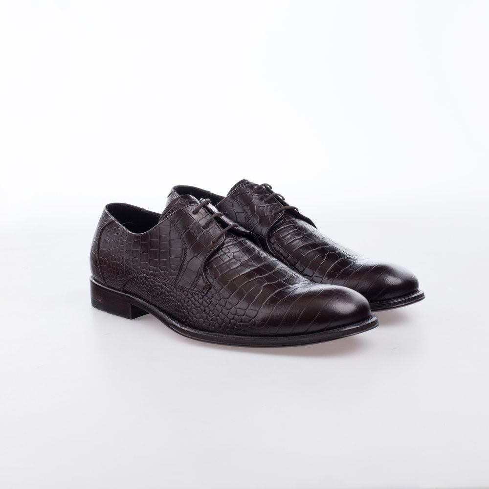 9132 Cafe  $1,699 MX  Zapato Derby, Piel Alligator Stamping.