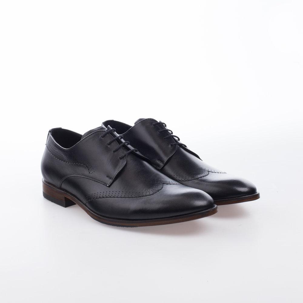 8202 Negro $1,199 MX Zapato Derby con detalle de costura en ala.