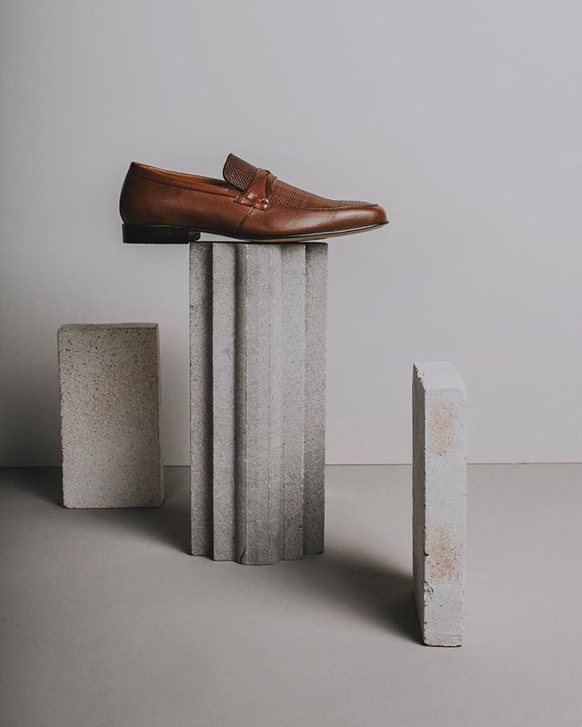 Son perfectos para ti. #duquedemexico #duquedigalliano  #shoes #shoeaddict #fashion #style #menswear #menstyle #photoshoot #studio #photography #photooftheday