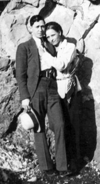 Bonnie-and-Clyde-in-the-1930s-in front of rock face.jpg