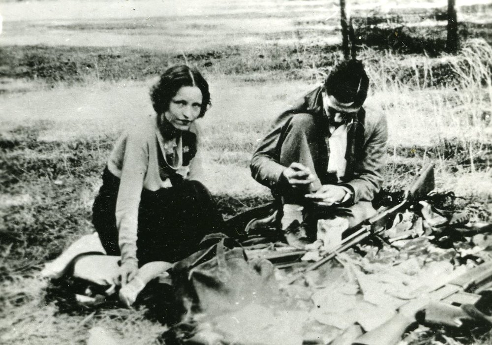 Many people then, and now, believed that their life on the road was exciting and glamorous but the truth was that Bonnie and Clyde spent a fair share of their nights camping or sleeping in their car and washing in streams, with occasional stops at roadside motels or abandoned farms.