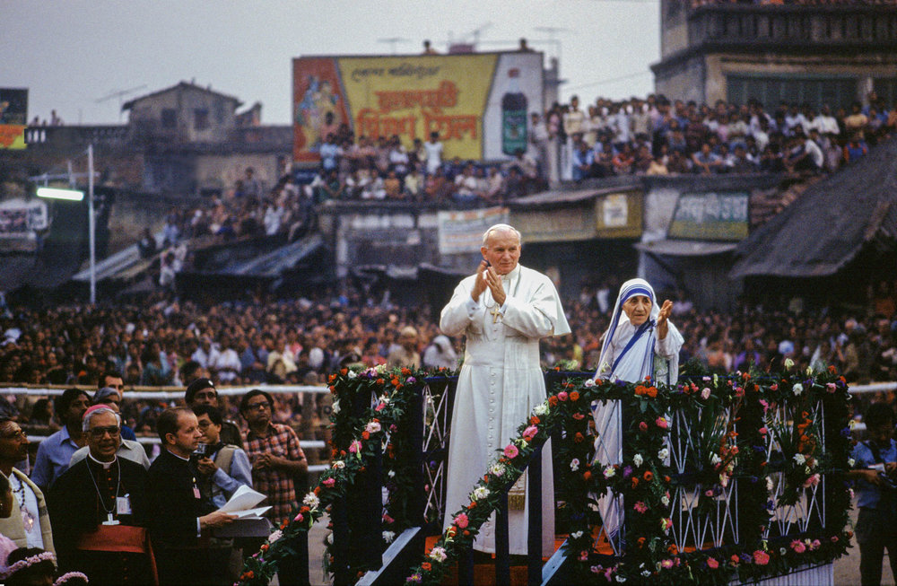 "Calcutta, India - February 1986 During his visit, the Pope went to the house given by the Priest of the Goddess Kali to Mother Teresa to look after the dying homeless: ""Oh most tender and compassionate God, bless all those who are dying, all those who are soon to meet Thee face to face""."