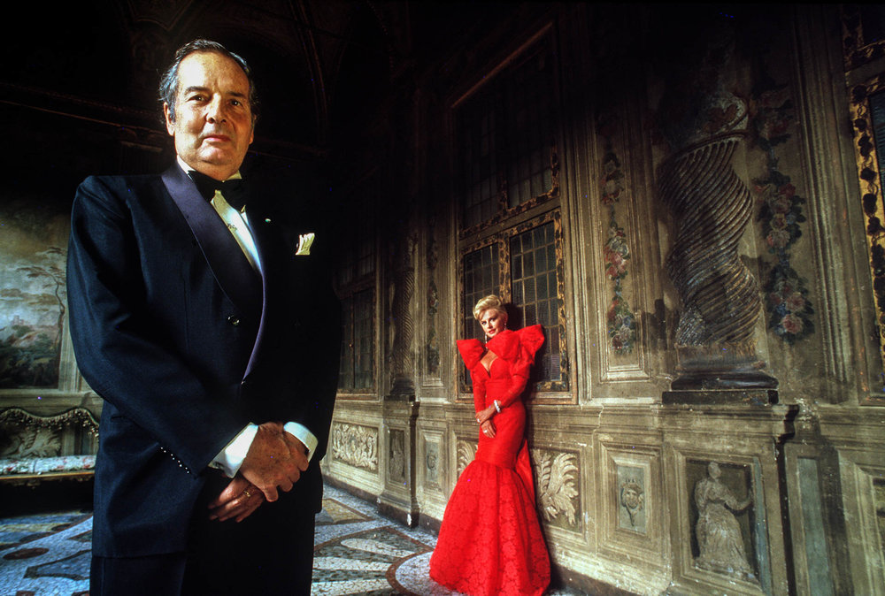 Rome, Italy - October 1987Count and countess Dino and Donatella Pecci Blunt in the ballroom of their residence, Palazzo Pecci: once a year they host a reception for international leaders and celebrities.© GIANNI GIANSANTI