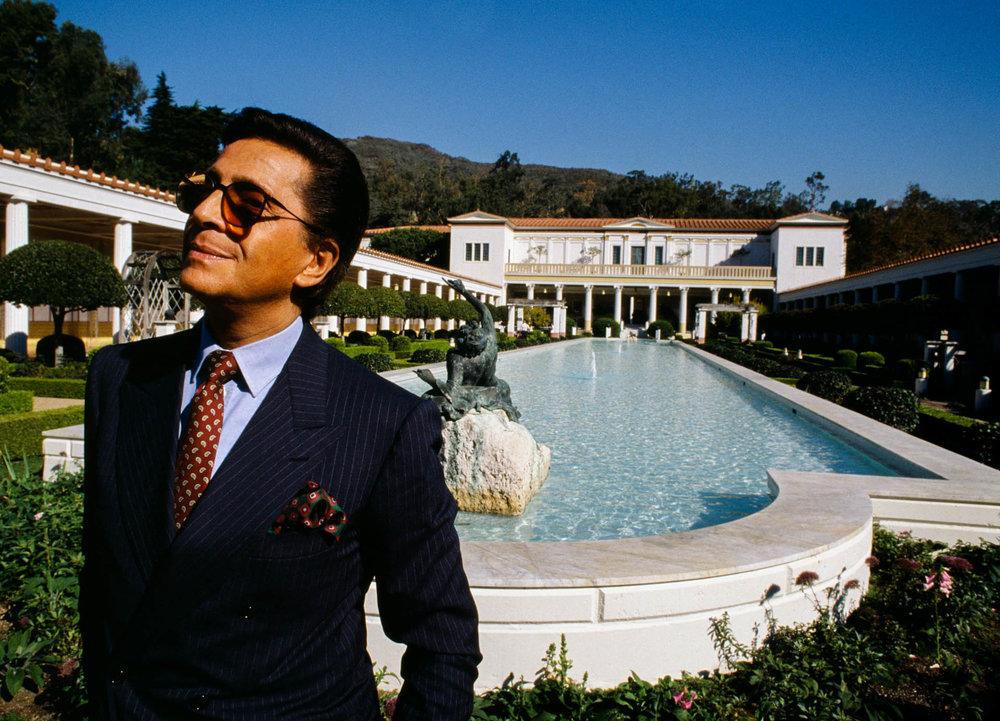 Los Angeles, California, USA - November 1988Italian fashion designer Valentino, whose real name is Valentino Garavani, at the Paul Getty museum in Los Angeles.© Gianni Giansanti