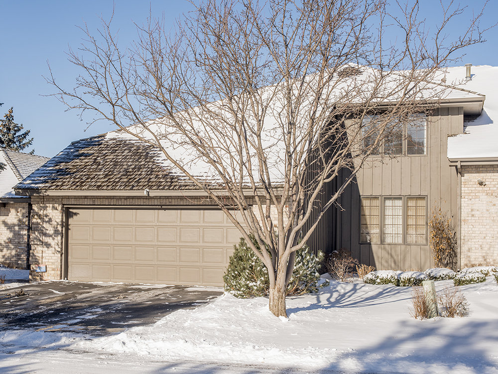 930 S Highview Circle Mendota Heights, MN 55118 -