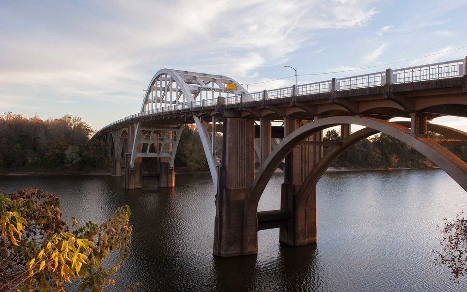 On March 7, 1965, 600 Civil Rights activists marched along Route 80 from Selma toward Montgomery. By the time the walk ended in Montgomery on Thursday, March 25, there were more than 25,000 in attendance. Visitors can retrace their steps on this National Historic Trail, and pay respects to the fallen.