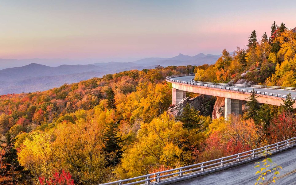 This 469-mile parkway lazily meanders through the Appalachian Highlands in Virginia and Blue Mountains of North Carolina.