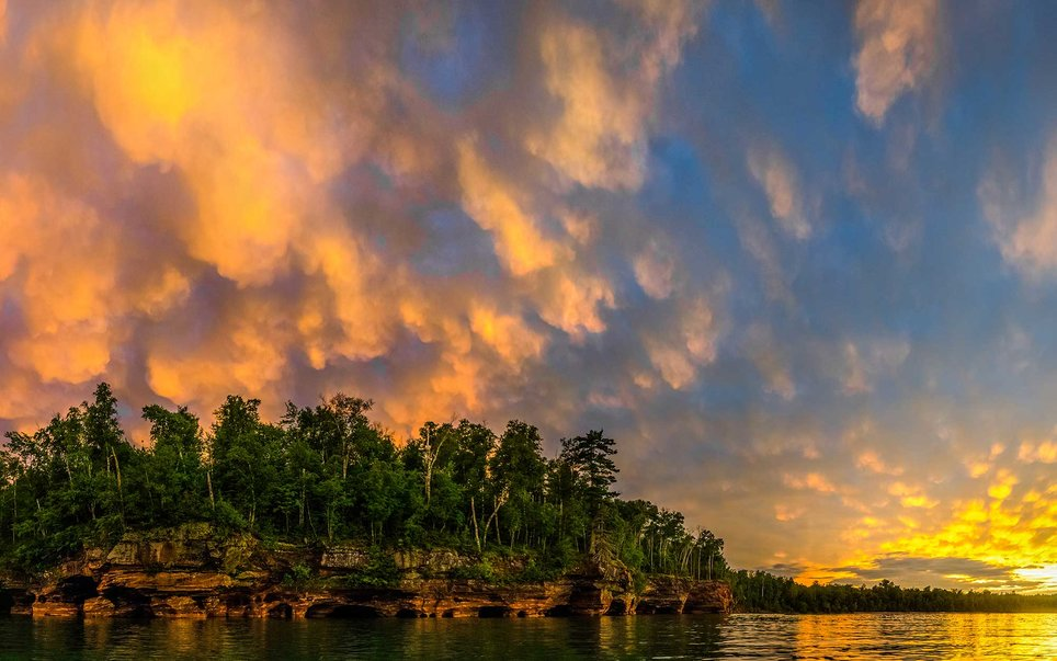 With 21 islands, 12 miles of national lakeshore, and plenty of lighthouses guarding the shores of Lake Superior, hikers, paddlers, sailors, and fisherman will all enjoy the Apostle Island National Lakeshore.