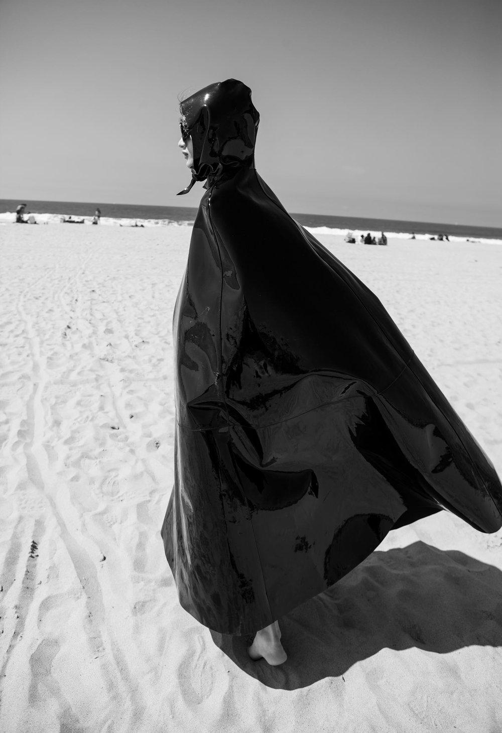 giladSasporta_balenciaga_beach1