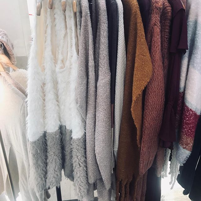 Fall * Winter Vibes on the @southparkmallnc rack today! Come see us til 6 by Mac Cosmetics and Francesca's Collections! #pearlandmint #popup #holidays