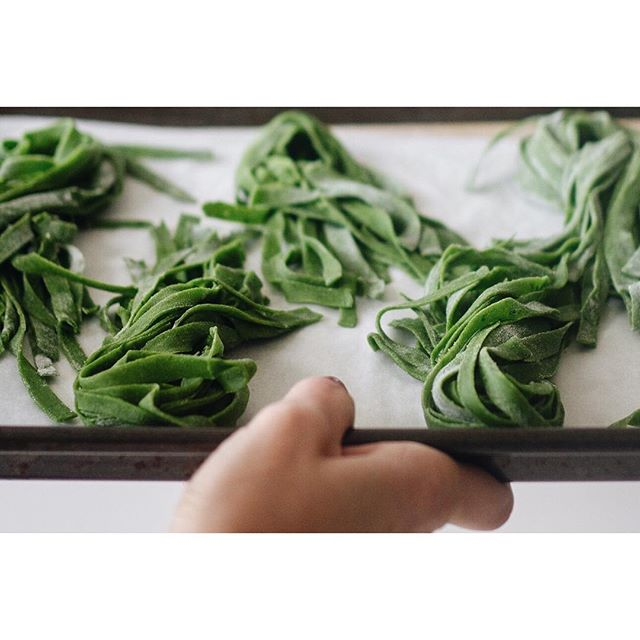 Happy Friday ☀️🌊🍹🏌🏽‍♀️!! . I'm planning to get out and enjoy then sun but I also want to make some fun coloured pasta and maybe a 🍓crisp! Ps. This #spinachpasta is a @marthastewart recipe!