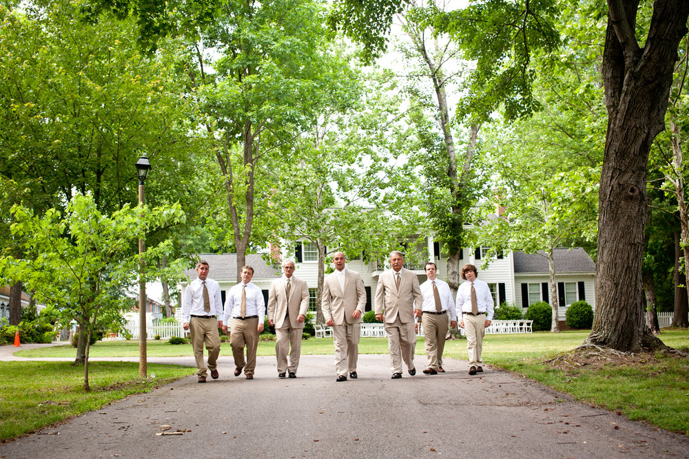 Virginia-Cliffe-Inn-Bridal-Party-Wedding.jpg