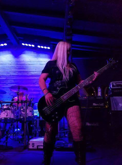 female bassist, Heather Shallowpoint