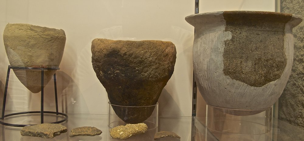Moshio salt-making pots dating back to the 7th century found near the Amabito no Moshio salt house.