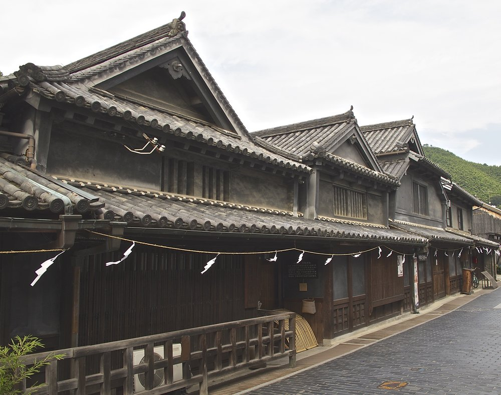 Established in 1733, Taketsuru is the oldest sake brewery in Takehara. You can trace its success over the centuries by the increasing number of roofs of its buildings along the main street of the town's historic district.