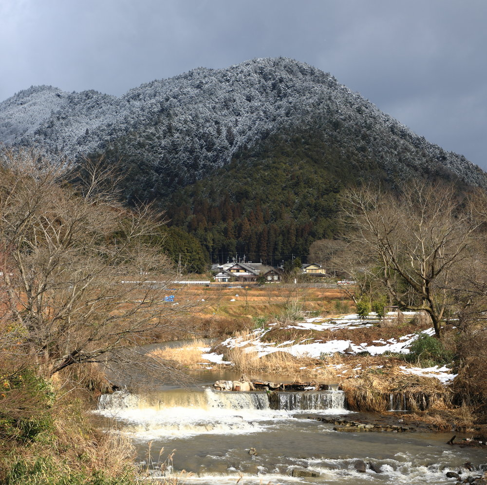 Although most popular in autumn because of the color of its fall foliage, Ohara is an enjoyable place to visit any time of the year, including winter when dustings of snow enhance its sublime beauty.